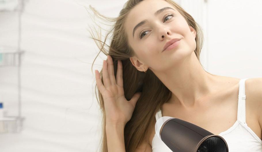 Suszarki do włosów z jonizacją – co warto wiedzieć?