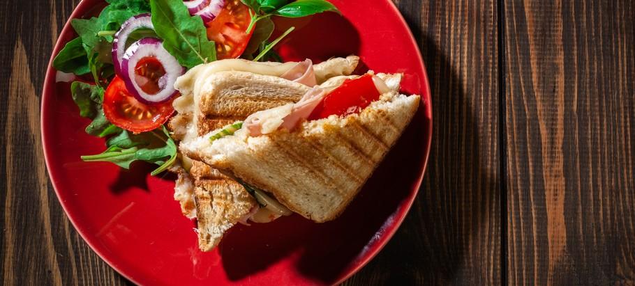 4 pomysły na zdrowe i dietetyczne tosty z opiekacza